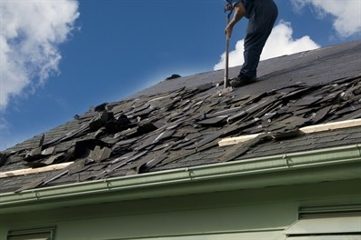 metal-roof-installation-in